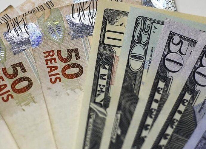 Dólar ultrapassa os R$ 4 com dados fracos da China