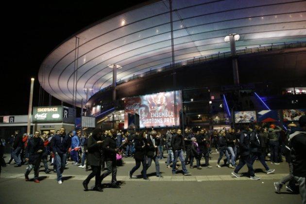 Ataque terrorista em París deixa uma centena de mortos