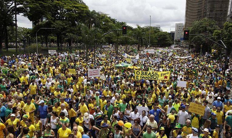 Vídeo imagem: Manifestação protesto. Fora Dilma PT 1503