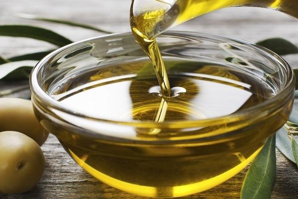 Frascos de azeite de oliva falsificados