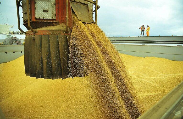 Previsão do volume de exportações de soja em grão em abril