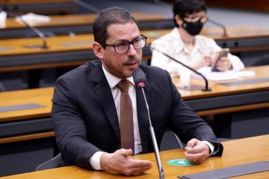 Deputado Marcelo Ramos fala sobre a complexidade das relações político-econômicas na conferência 'Entendendo a Amazônia'
